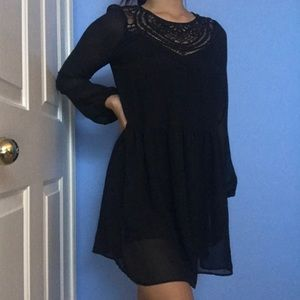 Black lace design mesh long sleeve dress